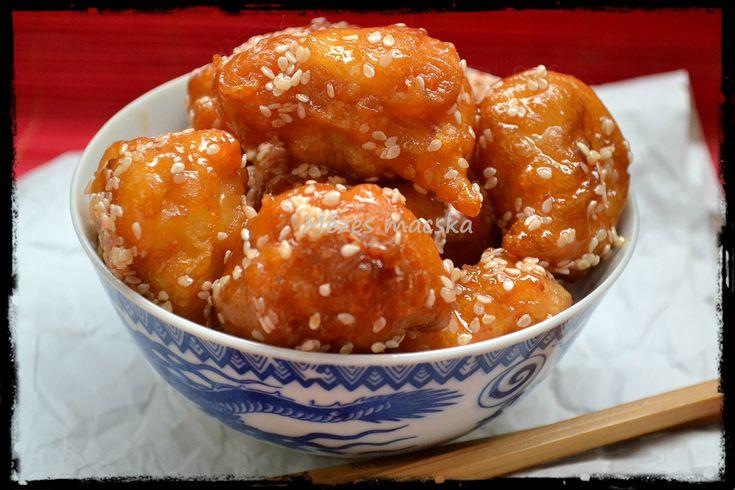 Kanyarodjunk be egy vacsora erejéig ismét a kínai kifőzdébe és készítsük el ma a mindenki által kedvelt szezámmagos csirkét.