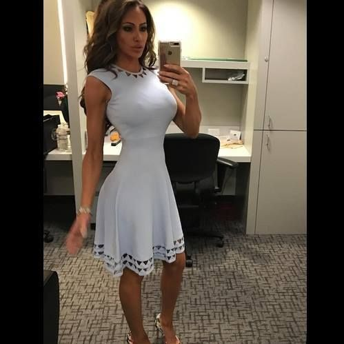 Holly Sonders  28056516_1724145834318979_7731321553833173659_n.jpg (499×499)