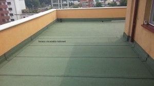 Reparatii terase si hidroizolatii peste gresie. Membrana de calitate asigura impermeabilizarea suprafetei.