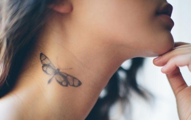 petit tatouage discret pour femme: papillon sur le cou
