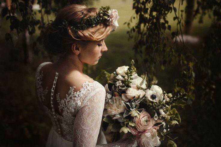 Kilka godzin przed ślubem, gdy domy Państwa Młodych trawi ślubna gorączka, to idealny moment do rozpoczęcia reportażu ślubnego