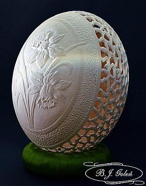 Ażurowa pisanka - jajko strusie - rzeźba na jajku - autor Bogusława Justyna Goleń Poland