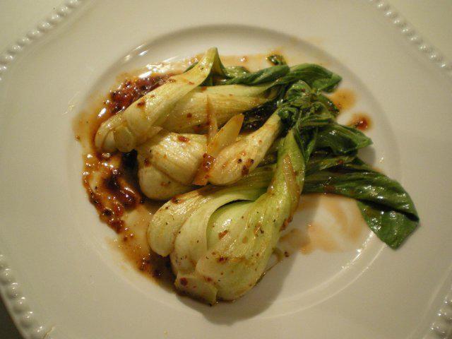 Das perfekte Pak Choi Gemüse-Rezept mit Bild und einfacher Schritt-für-Schritt-Anleitung: Pak Choi säubern, Strunk etwas abschneiden, dass die Blätter…