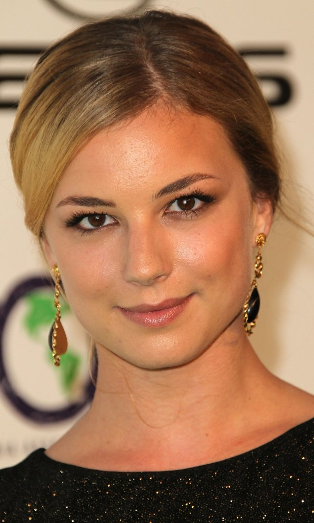 Emily VanCamp - such a natural beauty. Plus, she's Canadian and the shit.