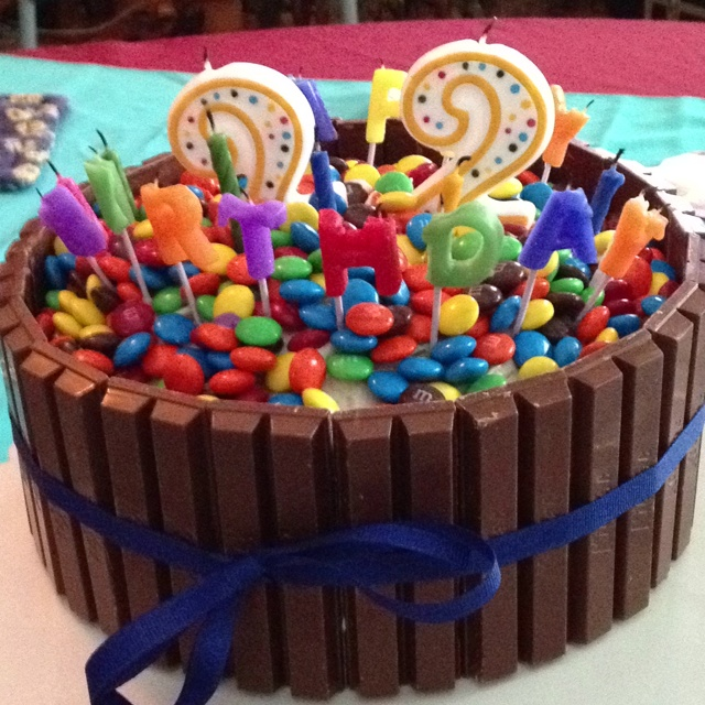 I Made This Birthday Cake For My Boyfriends 22nd Its Surrounded With Kit Kat Bars And Topped Ms