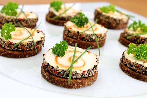 Recept na Jednohubky se sýrovými miniroládkami http://www.receptyonline.cz/recept--jednohubky-se-syrovymi-miniroladkami--17337.html