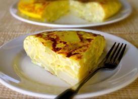 Tortilla española de papas y cebollas--me encanta esa mucho!   #tortilla #papas #tortillaespañola