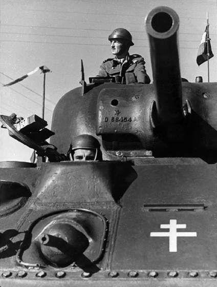 1939 1945 Libération de Paris - la 2e DB en 1944. 1939 1945 Liberation of Paris - the 2nd Armoured Division in 1944