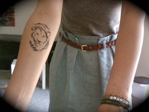 woman forearm lion head tattoo kadın kol aslan kafası dövmesi