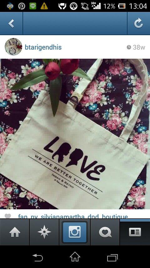 Wedding souvenir , souvenir pernikahan tas dari kain blacu,  harga sudah termasuk design,  contact order: line btarigendhis wasapp 081390989077