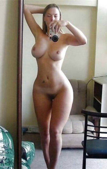 naked fit girls self photo