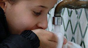 Coupure de l'alimentation en eau potable dans plusieurs communes à Tunis voir la liste des communes sur: http://www.tendance-tunisie.com/detail-3937-Coupure_eau_potable_El_Menzah.html