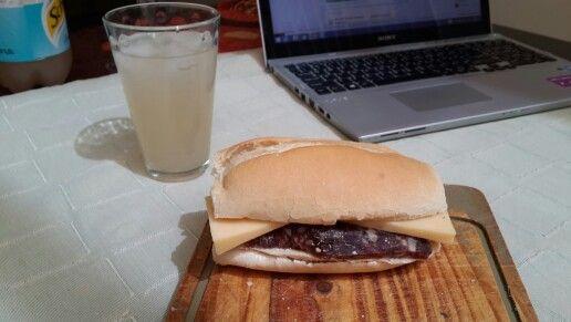 Sandwich de Salame y Queso