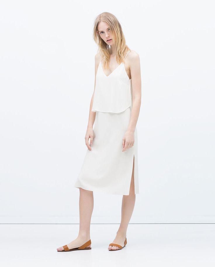 Image 1 de ROBE LONGUE AVEC TISSUS SUPERPOSÉS de Zara