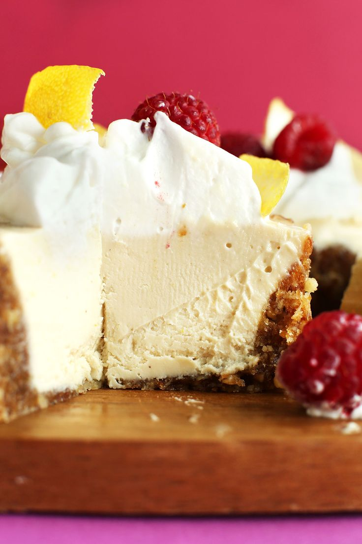 The CREAMIEST DREAMIEST White Chocolate LEMON Cheesecake! Entirely #vegan #glutenfree and #naturallysweetened