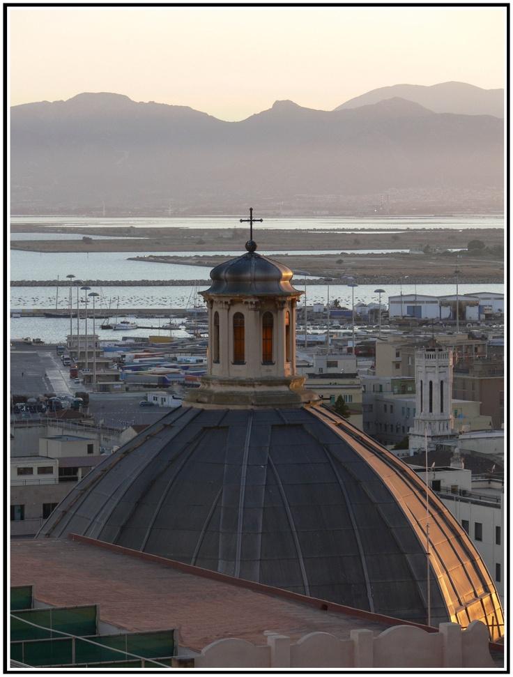 #Cagliari - Lindiri Alessandro - Uno spicchio di Luce sulla Cupola della Chiesa di S. Antonio Abate. Cagliari - A sliver of light on St Anthony's Church dome. #Italy