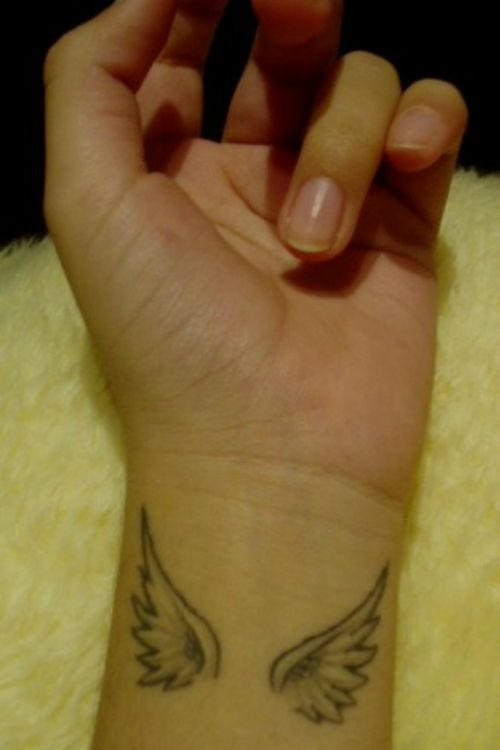 Small Wing Tattoo #tattooideaslive #small #wing #tattoo