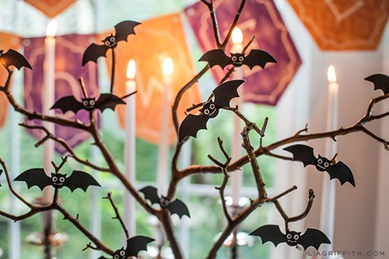 "Printable ""Happy Halloween"" Banner and Flying Bats"
