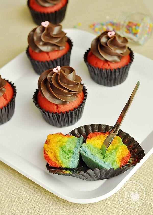 Cupcakes de arco-íris e brigadeiro de Nutella   Cupcakeando                                                                                                                                                     Mais