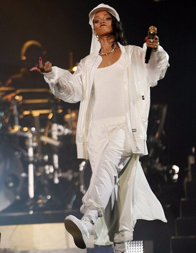 Fab or Drab: Rihanna 'Diamonds' World Tour In Abu Dhabi - http://www.becauseiamfabulous.com/2015/02/12/fab-drab-rihanna-diamonds-world-tour-abu-dhabi/