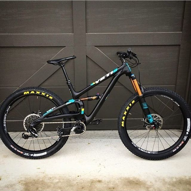 Black Beauty  2017 @yeticycles SB5C Photo: @downhill24h  ______________________________________________________ #redbull #mountainbiking #mountainbike #bikeporn #mtb #mtbporn #mtblife #bikelife #bike #bikestagram #biking #cycling #cyclinglife #cycle #mtbclub #rockshox #mtnbikeclub #downhill #freeride #fox #foxsuspension #instagood #bikepark #gopro #rockymountain #custom #maxxis #maxxistires #vitalmtb #yeti