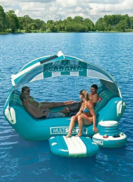 Barraca inflável inspirada em ilha flutuante para curtir o verão
