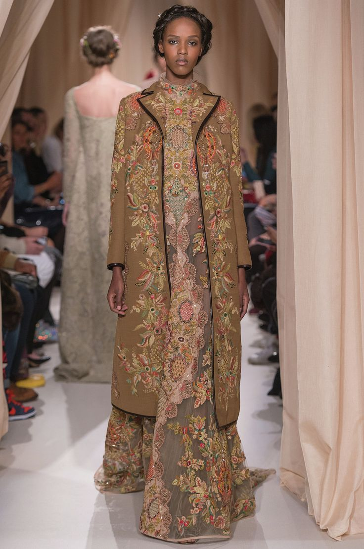 17 best images about valentino haute couture s s 2015 on pinterest wool pomegranates and silk. Black Bedroom Furniture Sets. Home Design Ideas