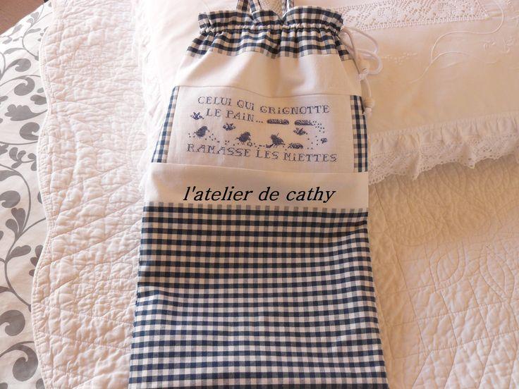 sac à pain broder sur lin bleu : Autres sacs par l-atelier-de-cathy