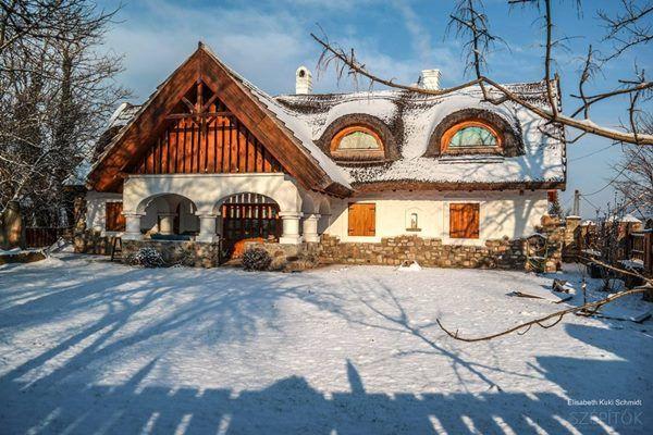 Pitvarok, tornácok, zsúptetők. Népi építészeti kincsek a Balaton-felvidéken. Mesés képek a havas Salföldről