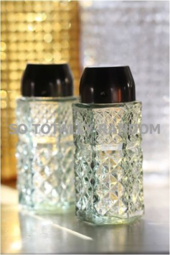 Hobnail-Anchor-Hocking-Crystal-Wexford-Salt-and-Pepper-Shakers-Green-Glass-Retro