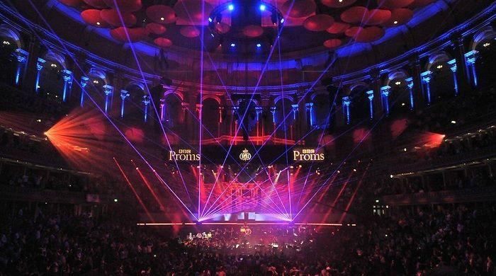 Grandes hits de música electrónica interpretados por una orquesta sinfónica - Oye Juanjo!