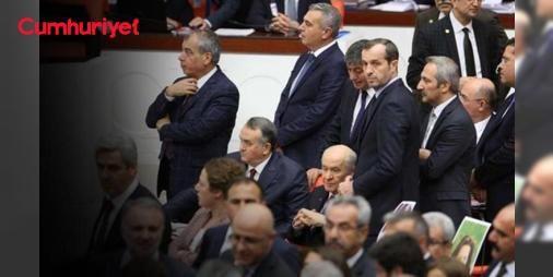 """Mecliste gergin dakikalar... MHPli vekiller Bahçelinin etrafında etten duvar ördü : Meclis Genel Kurulunda bütçe görüşmeleri sürerken yaşanan tartışmada Ak Parti Kütahya Milletvekili Mustafa Şükrü Nazlının """"Şerefsizler"""" diye seslenmesi sert tartışmalara neden oldu.  http://www.haberdex.com/politik/Meclis-te-gergin-dakikalar-MHP-li-vekiller-Bahceli-nin-etrafinda-etten-duvar-ordu/112090?kaynak=feed #Politika   #Meclis #Mustafa #Şükrü #Milletvekili #Kütahya"""