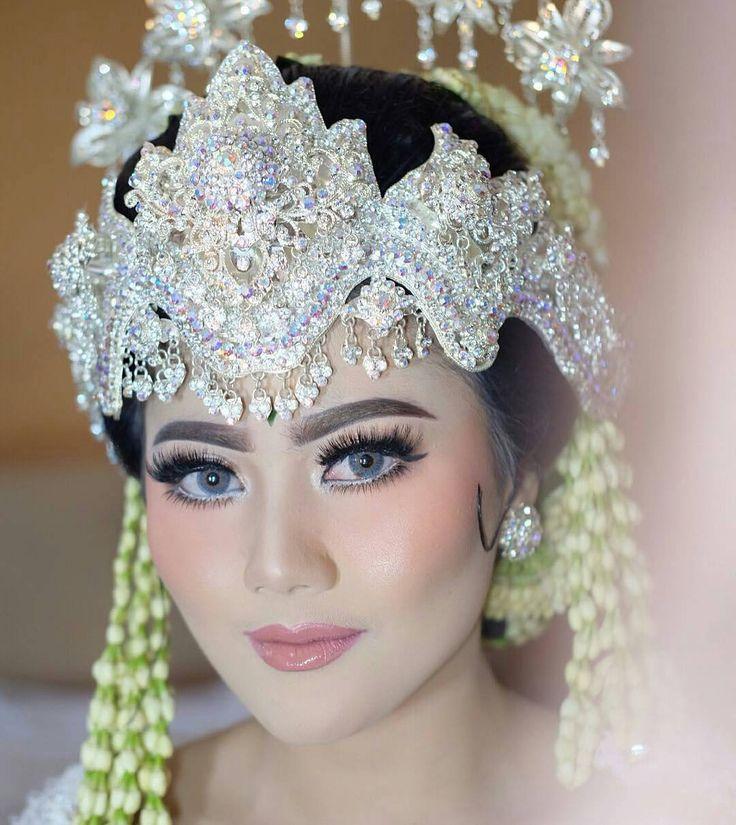 Make up pengantin adat sunda siger sunda from @irenaldriana  http://gelinshop.com/ipost/1524465738558415261/?code=BUn_YMjByGd