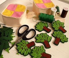 trees felt --- made one of these trees for Huxley's quiet book on his car page. Very cute.