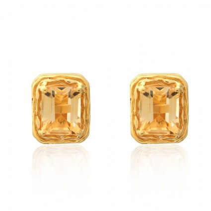 MAYA GOLD EARRING CE7249 Brilliantly designed Gold Stud Earrings by Maya, defined with delicate gemstones and beautified in 22KT graceful gold Height : 13.04 MM Width : 11.01 mm Metal Type : Gold Gender : Female Metal Colour : Yellow Gold Style No : CE7249