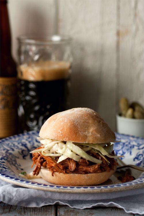 christelle is flabbergasting : blog de recettes de cuisine, bonnes adresses à Montréal: Sandwich de porc effiloché (pulled pork) au four : miaaaaam !!