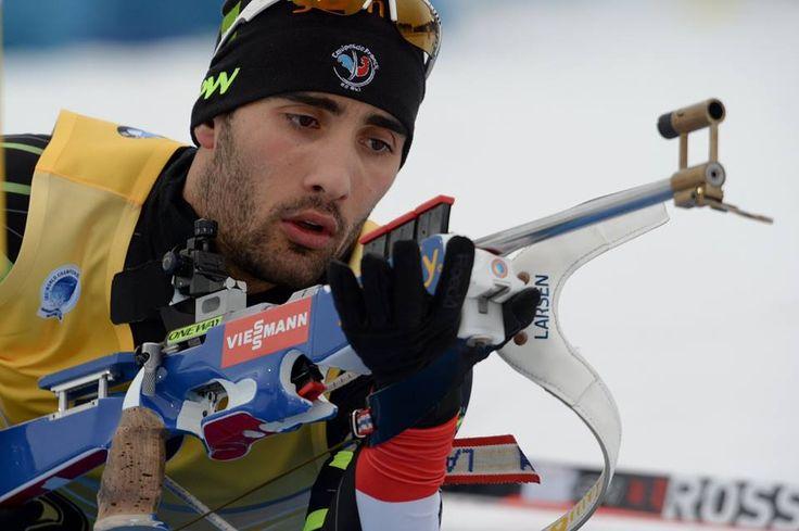 Supermartin Fourcade rafle tout Incroyable Fourcade ! Le patron du biathlon mondial a offert une véritable démonstration au public de Khanty Mansiysk en remportant le sprint, 39eme succès en carrière, le petit globe de la discipline et sans doute pour la 4eme fois le classement général ! //// http://www.ski-nordique.net/supermartin-fourcade-rafle-tout.5721708-72348.html