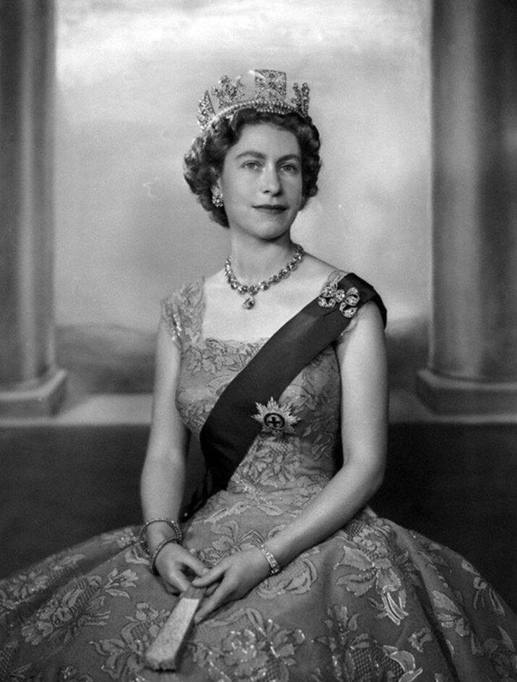 королева елизавета английская в молодости фото высшей степени виртуальный