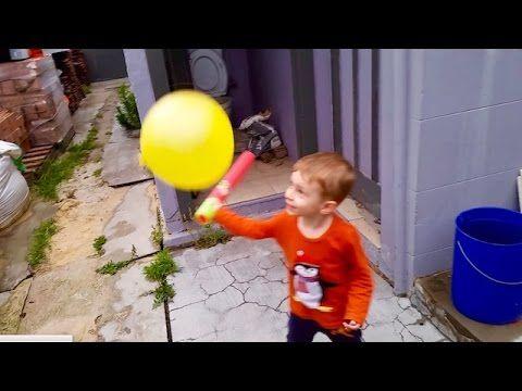 Играем в детский бейсбол с шариком