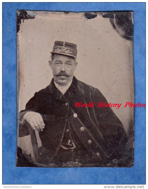 http://www.delcampe.net/page/item/language,F,id,0392016690,var,Photo-ancienne-ferrotype-tintype--Portrait-dun-Garde-Champetre--TOP-RARE.html