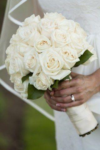 les 25 meilleures id es de la cat gorie roses blanches sur pinterest fleur rose blanche roses. Black Bedroom Furniture Sets. Home Design Ideas