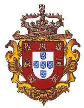 A Casa Real Portuguesa  O último Rei de Portugal, Dom Manuel II, morreu no exílio em 1932. Não deixou descendentes. E também não havia descendência legítima portuguesa de sua bisavó (a Rainha Dona Maria II), nem de seu trisavô (o Rei Dom Pedro IV). Conforme as normas da Carta Constitucional, que aliás seguiu aí os princípios da antiga Lei Fundamental, devia suceder no trono e, portanto, na qualidade de Chefe da Casa Real, o português que proviesse da linha legítima colateral anterior…