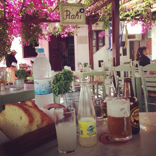 Enjoy every moment! #RakiRestaurant #SantoriniVillas Photo credits: @sydneykydney