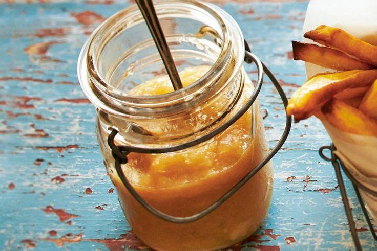 Zelfgemaakte appelmoes is het allerlekkerst. Je kunt het overal bij eten Recept - Allerhande