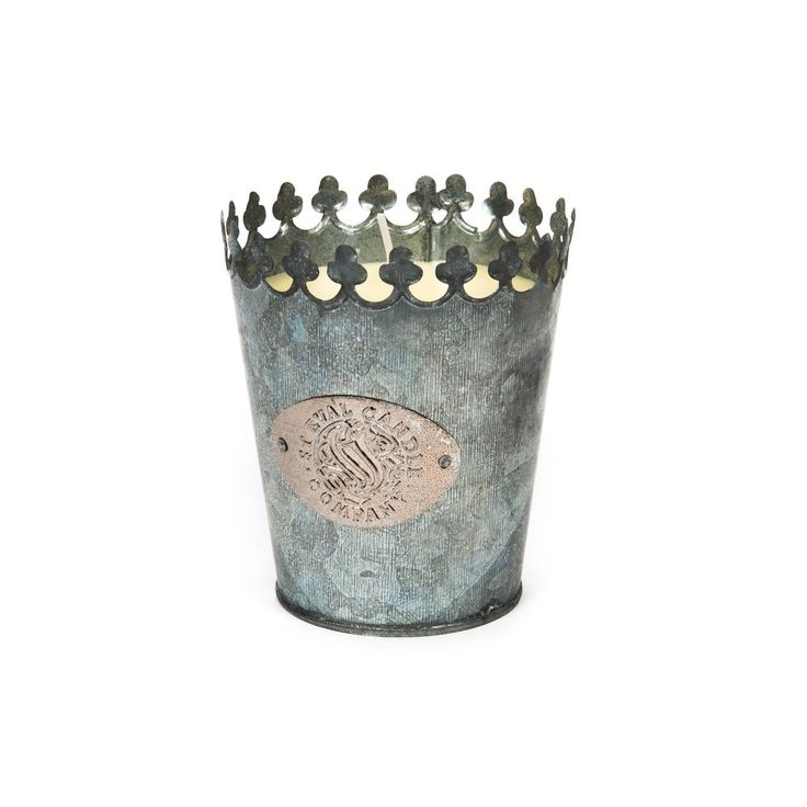 Each of these rustic metal pots are hand-poured with sea salt fragrance.  Fill your home with the unique blend of ozonic and citrus scents which are  reminiscent of the ocean and the addition of mossy undertones evokes the  sensation of fresh sea breezes.  Burning time of 90 hours. Also available in and Bay & Rosemary fragrances.