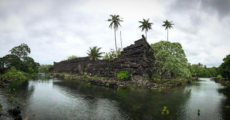 Le 10 meraviglie del mondo, la classifica secondo l'Unesco Le rovine della città di Nan Madol, in Micronesia: collegate fra loro attraverso una fitta rete di canali artificiali, sono 99 piccole isole che costituiscono rovine di una città situata lungo la costa di Pohnpei.