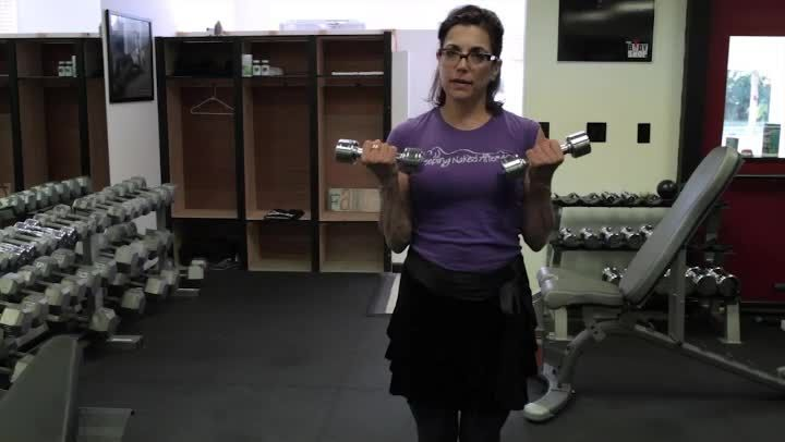 Video: A Curl Exercise for Female Biceps