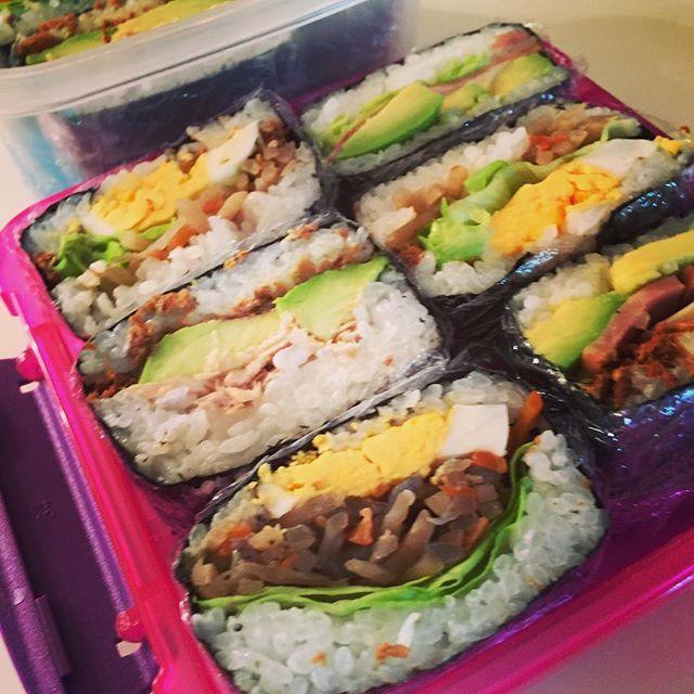 東京駅でしか食べられない!新感覚ワンハンドフード「おにぎりブリトー」とは | RETRIP