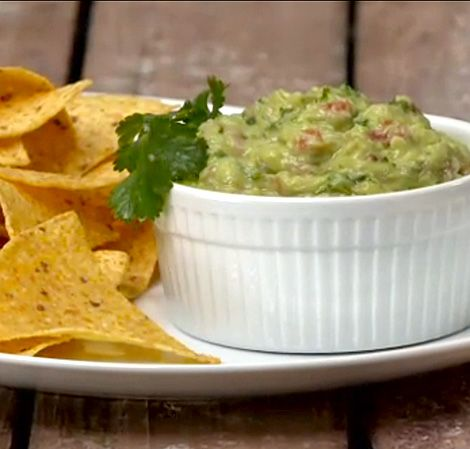 Guacamole is a great nutritious snack, and perfect for summer #guacamole #healthysnack