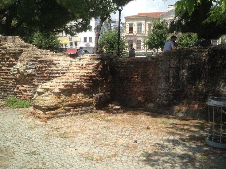A ruin of the Palace of Antiochos (Greek: τὰ παλάτια τῶν Ἀντιόχου)? in Sultanahmet Istanbul